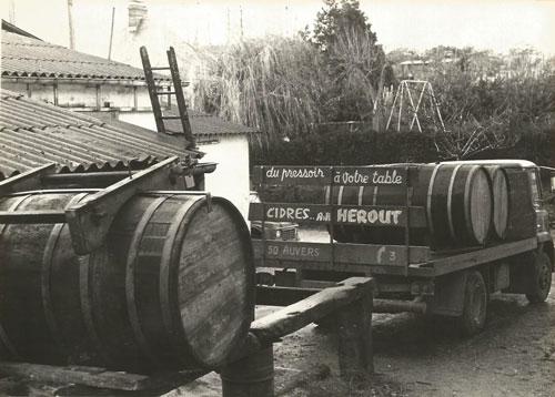 Ancien camion de la cidrerie Hérout des années 50 et 60